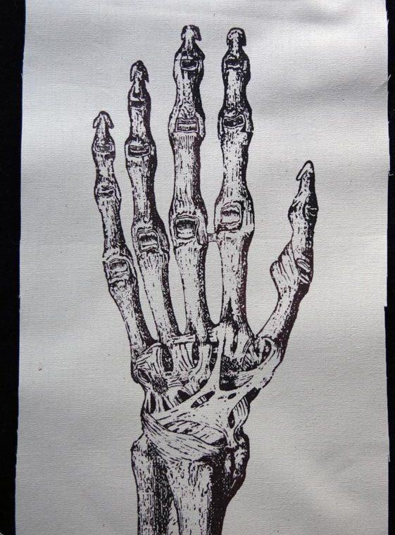 skel_hand